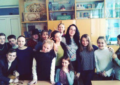 Педагогічна практика студентів-істориків|Фото на згадку зі школярами